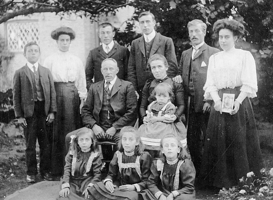 The Pratt Family, Wimpole c1909